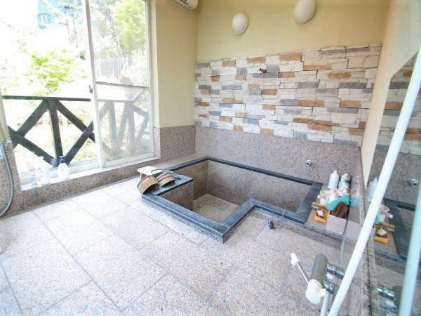 【浴槽】引かれていませんが広別荘地内は温泉はます。