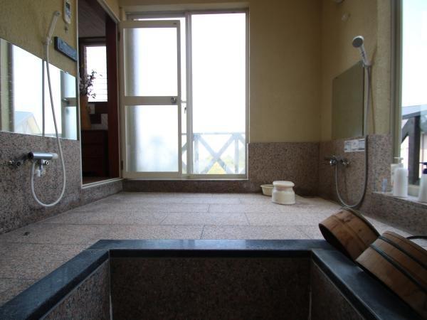 【浴槽】浴槽からの眺めです。お風呂につかりながら自然を堪能できます。