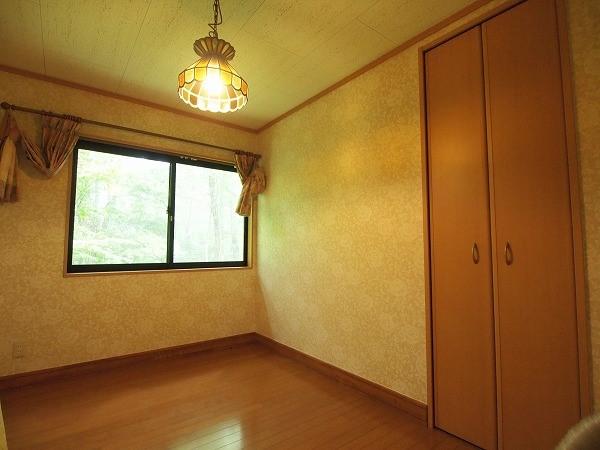 十分な広さと収納のある空間です。ゲストルームが二部屋あると家族やお友達との旅行を満喫できますね