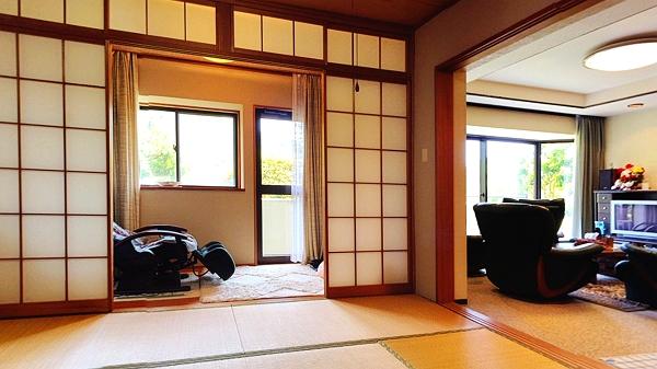 和室には、広縁のようなサンルームがございます。