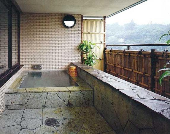 3階大浴場には、露天もございますので、是非1時から3時の間でご見学ください。