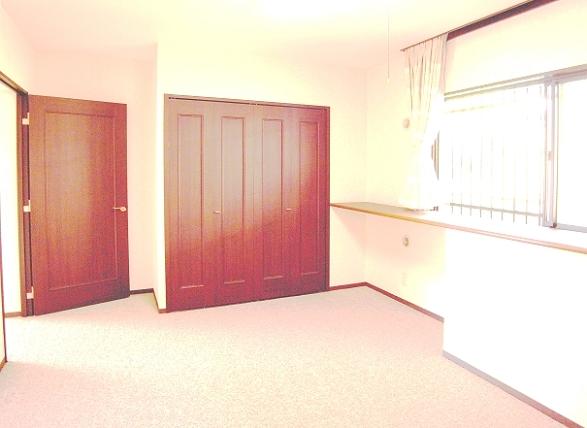 この洋室には、クローゼットも配置されています。