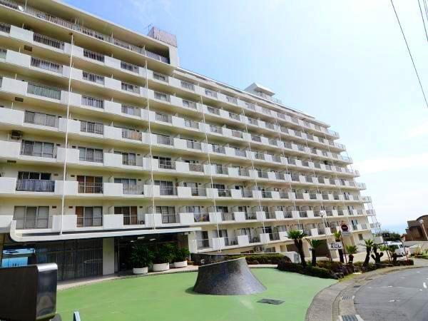 熱海駅徒歩5分の最上階角部屋です。