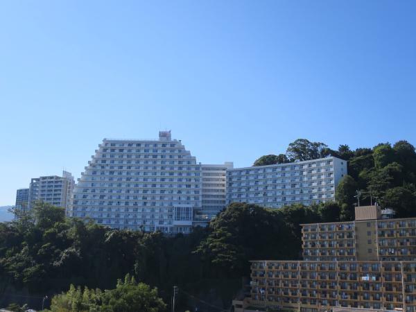 マンションを東側から撮影。世帯数は400世帯を超える、大型マンションになります。