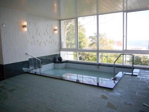 源泉から豊富な温泉を引湯している温泉大浴場もこのマンションの魅力のひとつです。