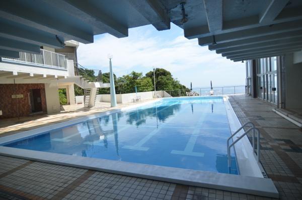 夏場などは所有者の方で賑わう屋外プールです。