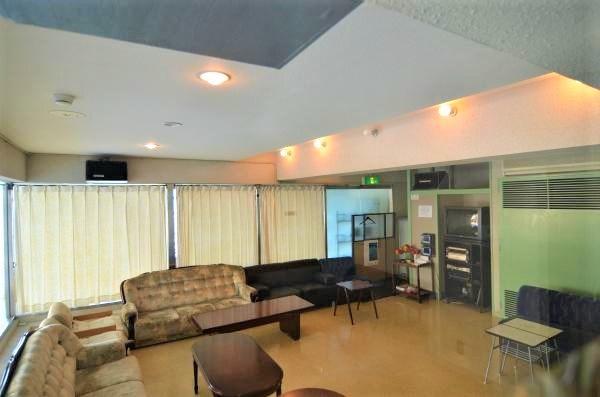 有料になりますが、マンションの所有者が利用できるカラオケルームです。