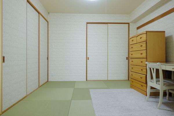 半畳を採用した和室は約6帖です。書斎、趣味の間、ゲスト用、用途は様々です。
