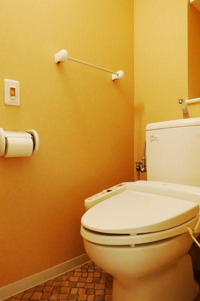 洗浄機付きトイレです。綺麗にお使いになられています。