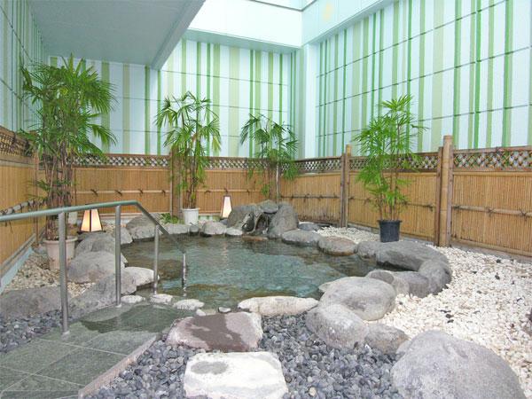 温泉大浴場だけでなく、岩風呂の露天風呂もあります。