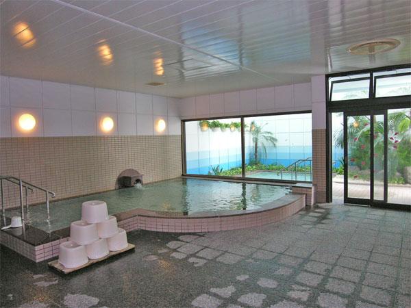温泉大浴場は広くゆったりとご利用できます。