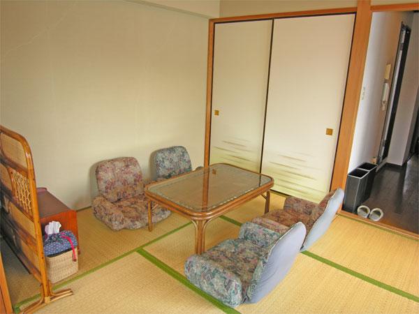 和室で家族皆でごろ寝など楽しい旅の思い出ですね。
