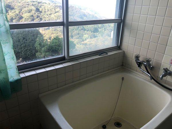【浴室】山々の眺望が楽しめます。