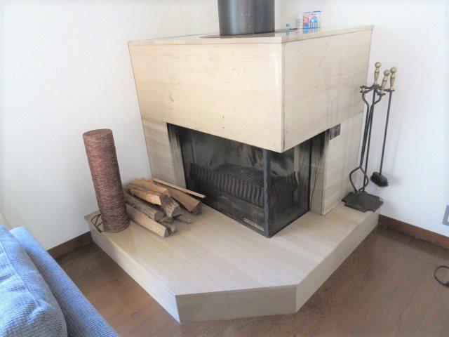 重厚感あるmetos製の薪ストーブ