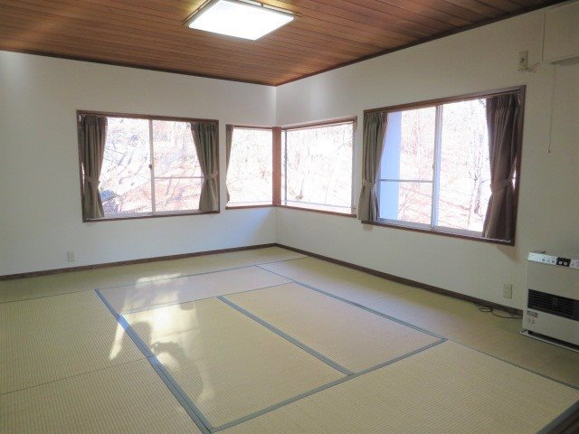 1階のリビング横の和室は贅沢な10畳の間取り