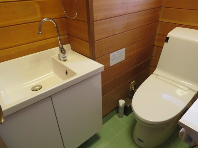トイレ設備は上下階に各1カ所有