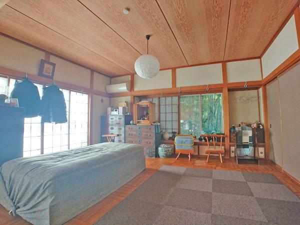 こちらはリビングダイニングスペース奥のお部屋です。和室からリフォームしております。