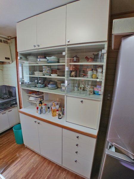 キッチンスペースの側面には収納もございます。