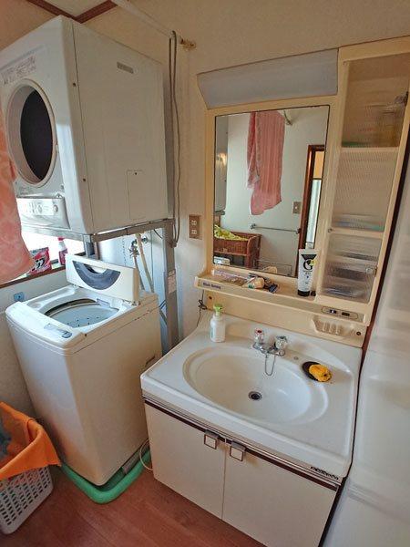 洗面・脱衣スペースも清潔感がございます。
