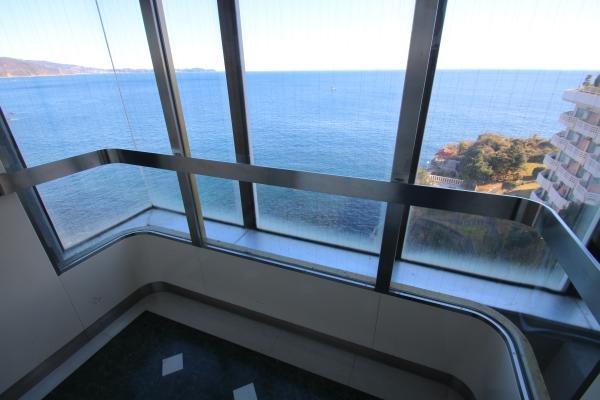 エレベーターより海を望みます。