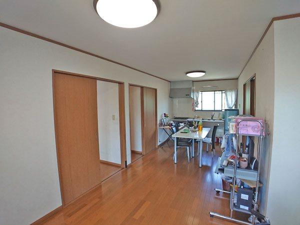 2階居住用スペース、リビングダイニングスペースです。