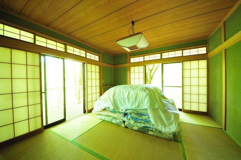 リビング横には広々8帖の和室があります。和室からの眺めも格別です!