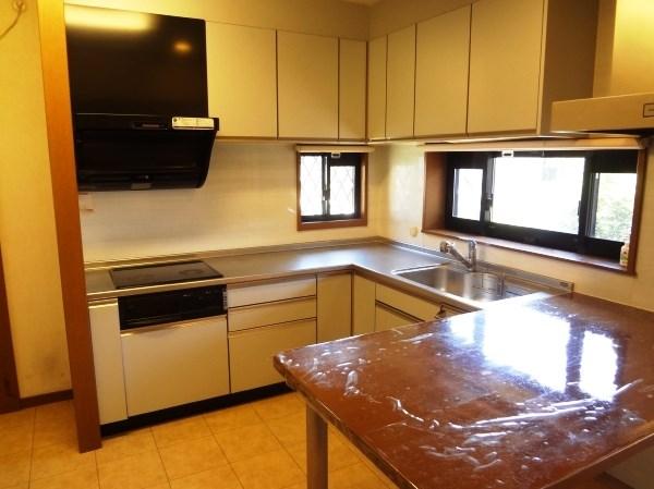広々としたキッチンは7帖超。開口もあり明るく風っと押しも良好。