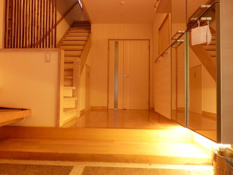広々とした落ち着きのある玄関です。