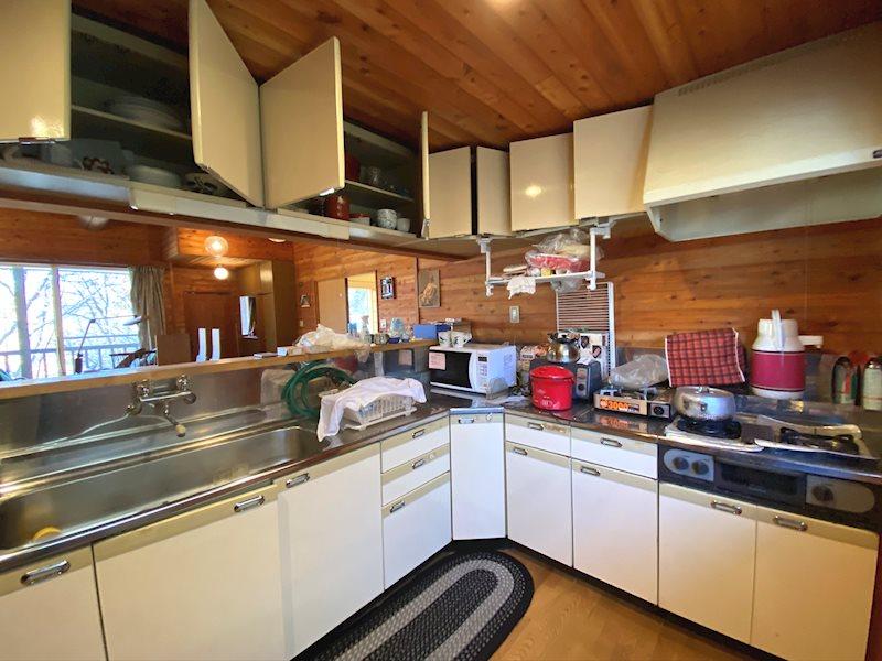 対面式のキッチン。スペースは広く複数人での料理にも最適です。