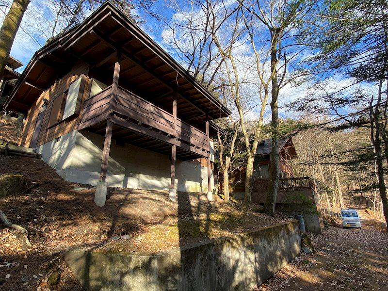 周辺にも別荘があり、程よく距離感が保たれています。