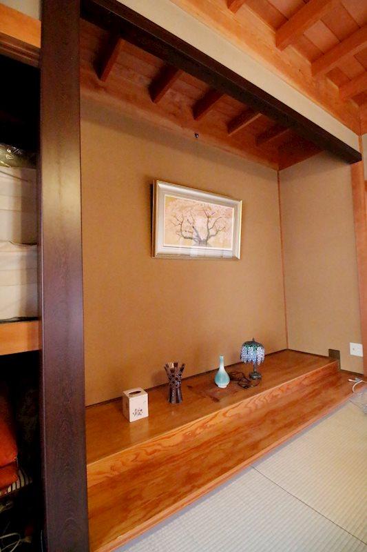 一間半の立派な床の間のある本格和室。