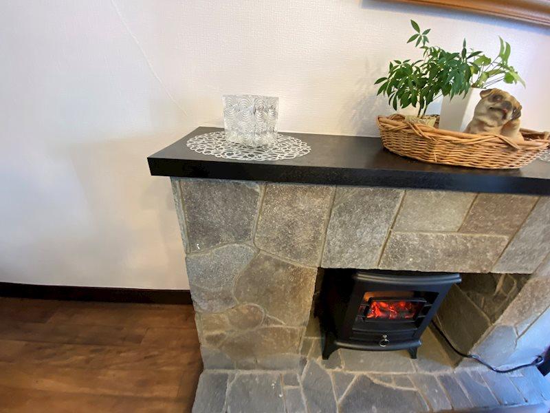 電気暖炉で別荘感を演出。