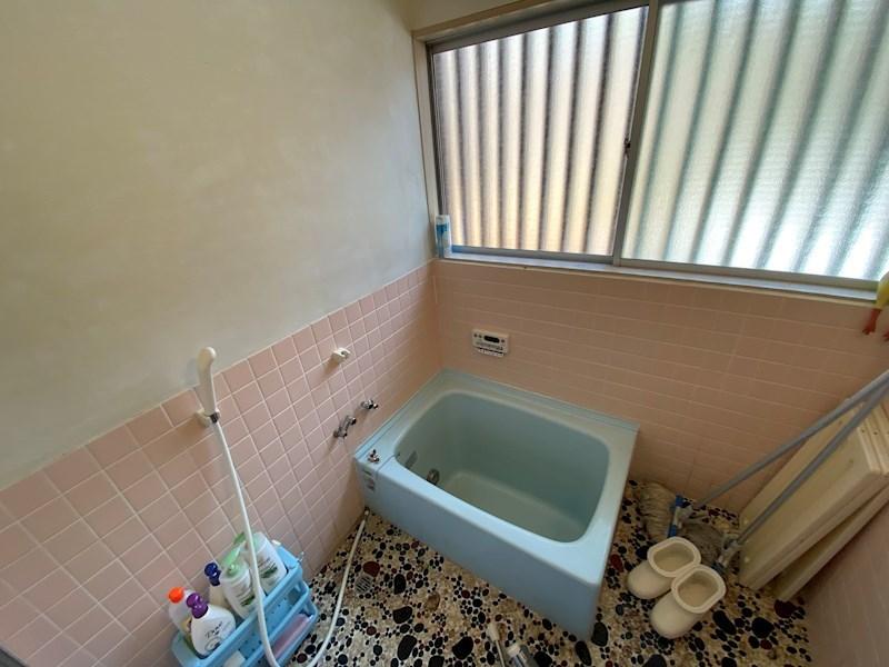 お風呂は懐かしい雰囲気です。清潔感があります。