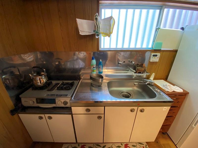 台所も懐かしい雰囲気です。こちらも状態は綺麗です。