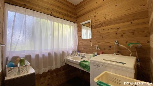 キッチン:ワイドシンクが印象的なL字型のキッチン。綺麗にお使いいただいております。