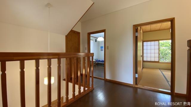 トイレ:温水洗浄便座となっており次の方も気持ちよく使うことができます。