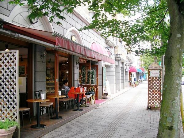 お散歩圏内にカフェやベーカリーが多数あります。