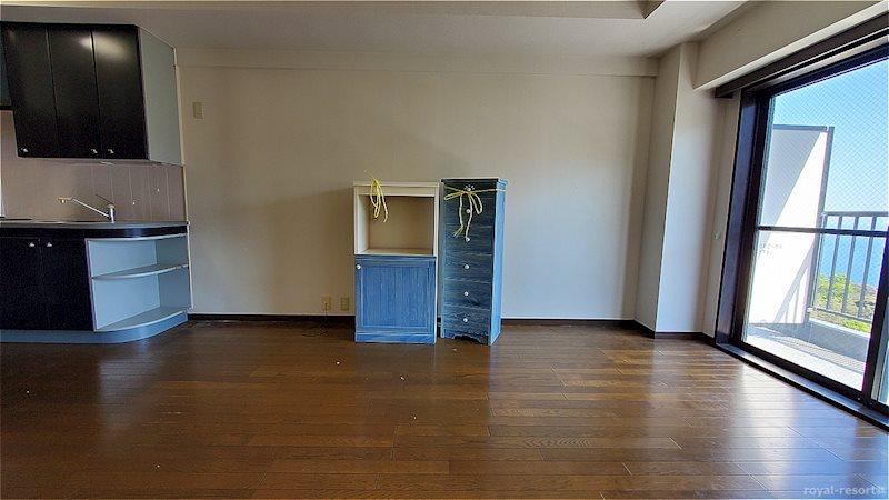 正面にある家具は引き渡し時には搬出予定です。