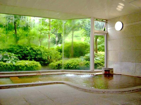 強羅温泉をご堪能いただける自慢の温泉大浴場です。サウナも完備されております。
