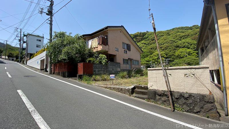 東海バス「一本松」バス停より約80m。