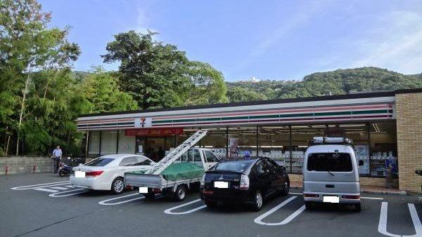 セブンイレブン熱海小嵐店までは約650m(徒歩9分)