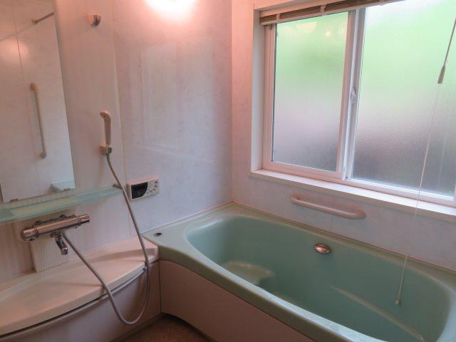 清潔感あるバスルームの様子です