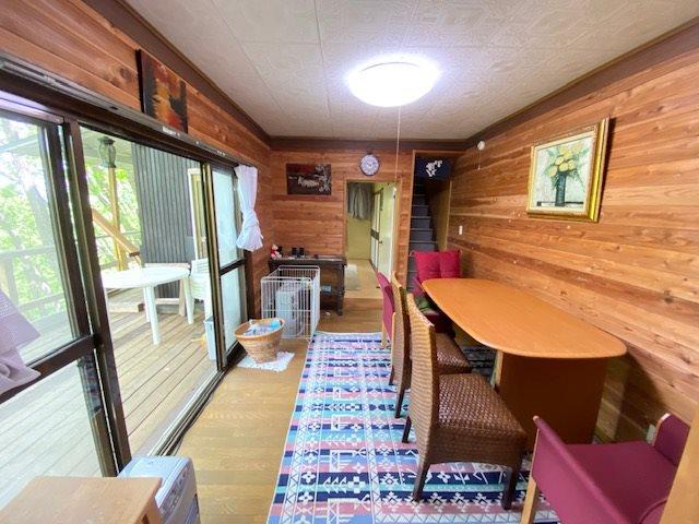 室内に広がる自然のダイナミックな風景、開口部が多く、外にいる様な感覚になります。