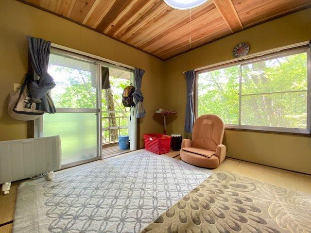 緑のロケーションを楽しめる別荘ならではのお部屋です。