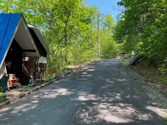 散策にもてきした別荘地内の道路です。