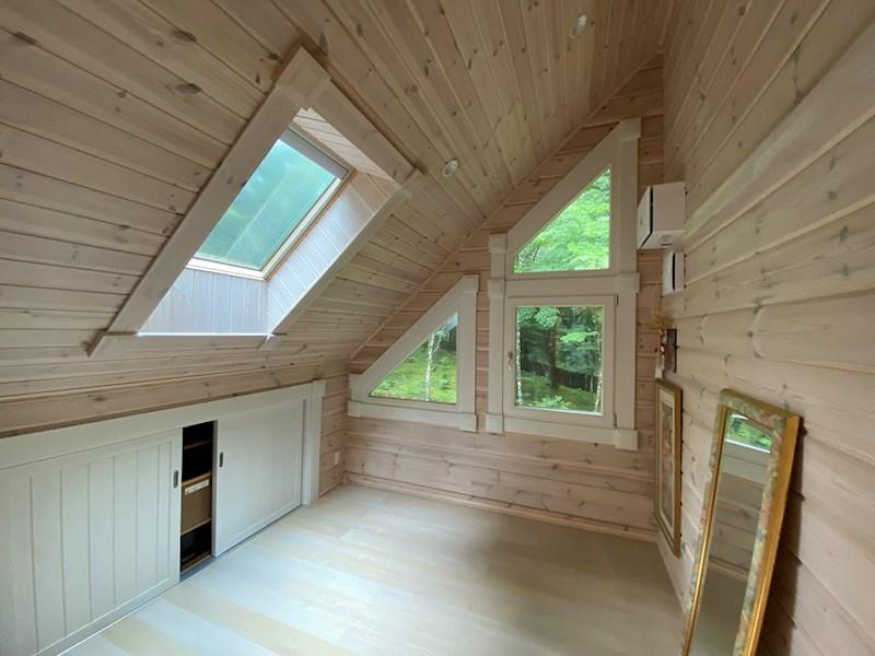 二階洋室は第二の客間としても利用可能。