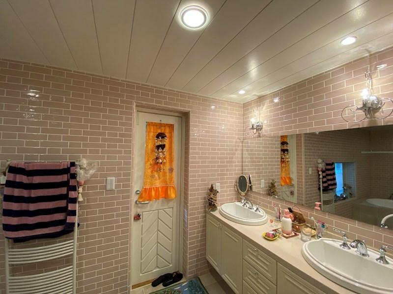 使い易いツーボール使用の洗面スペース。