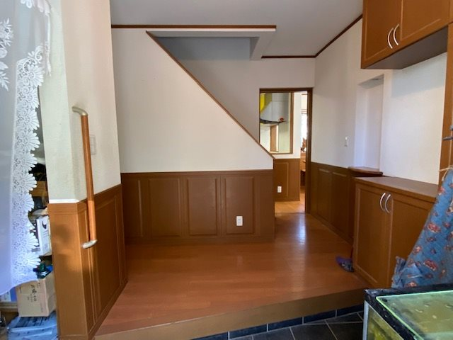 【玄関】とても広い玄関です。左側にはウォークインシューズクロークがありとても便利です。