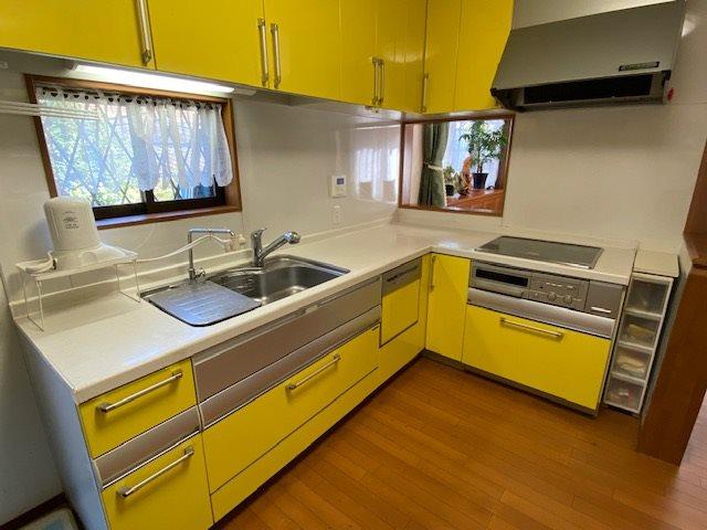 【キッチン】キッチンスペースは約7.2帖とゆとりの広さです。