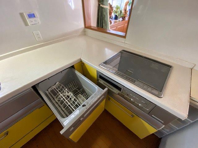 【キッチン】IHクッキングと食洗器があります。